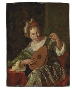 Jonge luitspelende vrouw in een interieur