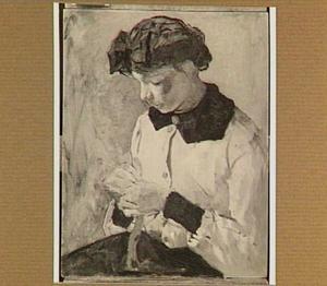 Jonge handwerkende vrouw