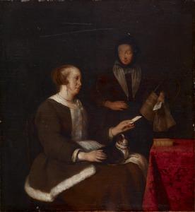 Vrouw met een hond op haar schoot en een brief in haar hand