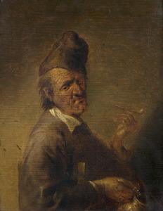 Rokende man in een interieur