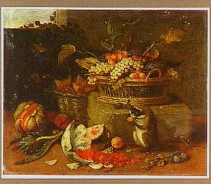 Stilleven met vruchten in een mand en op de voorgrond een aapje