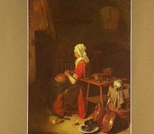 Rustende vrouw aan de haard in een keuken