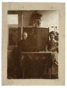 Portret van Emma Constancia Sprenger (1839-1920) en Anna Fabius (1880-1934)