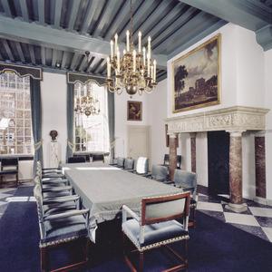 Vergaderzaal met 17de-eeuwse schoorsteenboezem