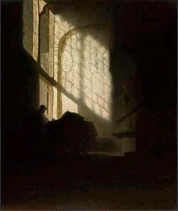 Lezende man in een interieur