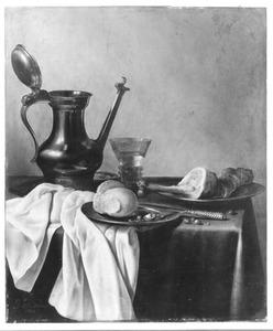 Silleven met een Jan Steen-kan, een broodje en een ham