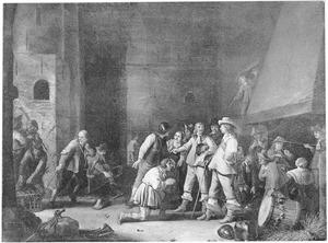 Interieur van een wachtlokaal met smekelingen en soldaten die de buit binnenbrengen
