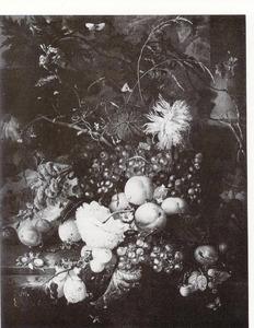 Vruchten en bloemen op een marmeren blad
