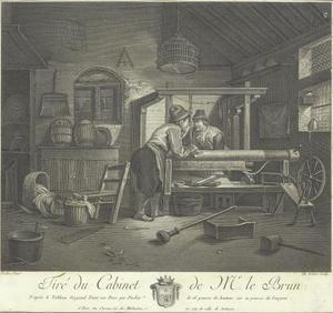 Weverswerkplaats met twee mannen bij een weefgetouw