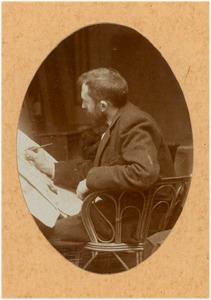 Portret van Dirk Schäfer (1864-1941) schilderend in zijn atelier