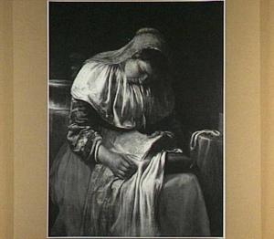 Slapende jonge vrouw met een brief in haar hand