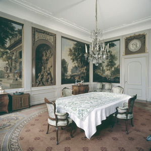 Zaal met behangsels voorzien van arcadische landschappen