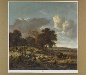 Duinlandschap met een rijtuig op een weg; links een jager met vier honden