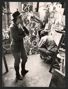 Lotti van der Gaag in haar (woon)atelier in de Rue Veringétorix