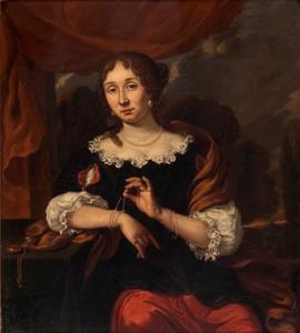 Portret van een vrouw bij een tafel met horloge