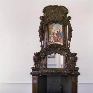 Schoorsteenbetimmering met negentiende eeuwse schildering