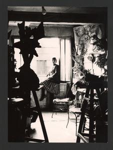 Lotti van der Gaag in haar atelier in de Rue Santeuil