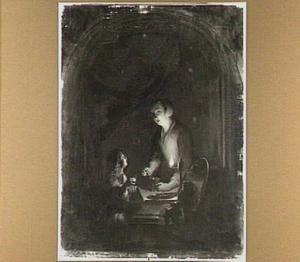 Een vrouw werkend in de keuken met een vijzel en een bellenblazend meisje