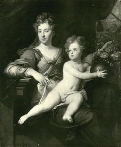 Portret van Eleonora Juliana von Brandenburg-Ansbach (1663-1724) en een van haar kinderen