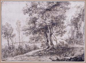 Kustlandschap met reizigers op een pad langs bomen