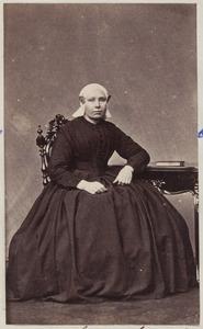 Portret van een vrouw uit familie Smits, mogelijk Anna Smits (...-...)