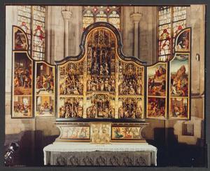 Jezus in de Hof van Olijven, Verraad van Judas en de gevangenneming, Bespotting van Christus, Jezus voor Kajafas gebracht, Handwassing van Pilatus (binnenzijde linkerluik); Geseling, Ecce Homo, Doornenkroning, Kruisdraging, Kruisiging, Kruisafneming en Bewening (middendeel); Nederdaling ter helle, Verrijzenis, Christus verschijnt aan zijn Moeder, Hemelvaart, Pinksteren (binnenzijde rechterluik)