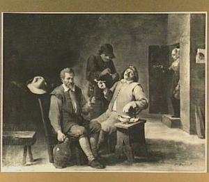 Pijprokende mannen in een interieur