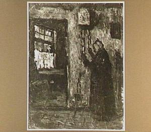 Interieur met een oude vrouw die de klok opwindt