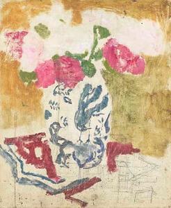Vaas met roze bloemen