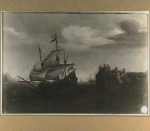 Hollands schip voor een rotsachtige kust met kasteel