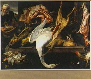 Dood wild en gevogelte uitgestald op een tafel waarbij een man met een mand met vlees