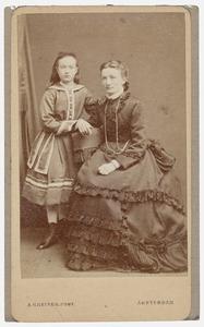 Portret van Anna van Vollenhoven (1862-1924) en een onbekende vrouw