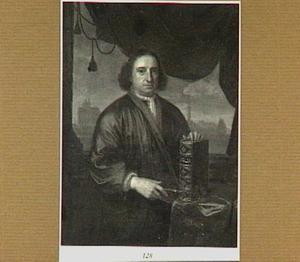 Portret van een man met een bijbel