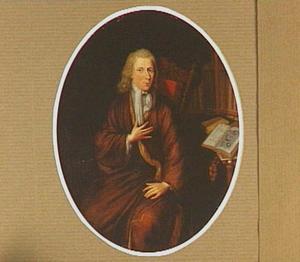 Portret van een man, zittend in zijn bibliotheek