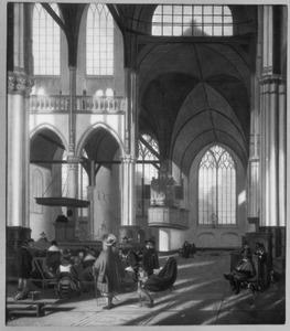 Interieur van de Oude Kerk te Amsterdam tijdens een dienst