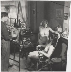 Herbert Fiedler met twee naakt modellen, ca. 1920 in Berlijn