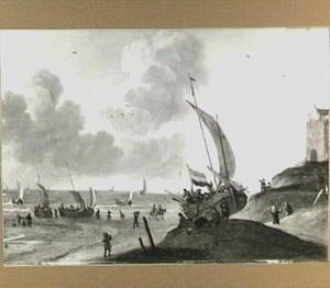 Strandgezicht met een op het duin getrokken vissersboot
