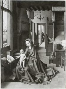 Maria met kind in een gotisch interieur