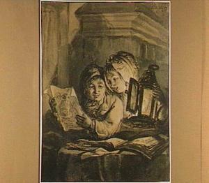 Jongen en meisje, bij kaarslicht tekeningen bekijkend