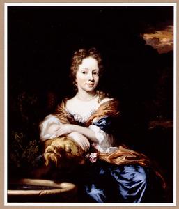 Portret van een jonge vrouw, gezeten bij een fontein, leunend op de waterspuwer