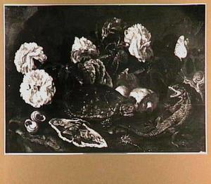 Bosstilleven met een schildpad, een hagedis, vlinders en rozen