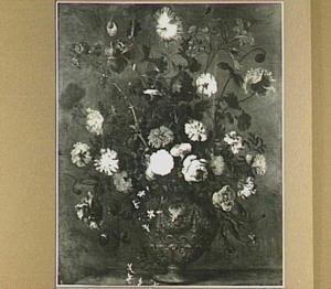 Bloemstilleven met anjers en rozen in vaas