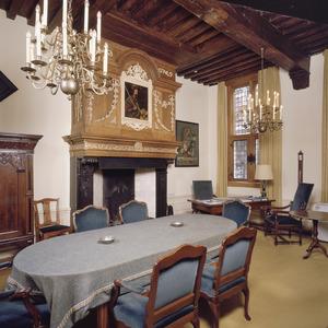Kamer van de dijkgraaf met 17de-eeuwse schoorsteenboezem
