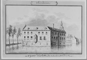 Achter- en linkerzijde van kasteel van Dussen