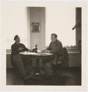 Fiedler en  kunstschilder Jan Peeters bij Kunsthandel M.L. de Boer, Amsterdam 1950