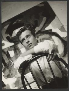 Portret van Hans van der Lek in zijn atelier