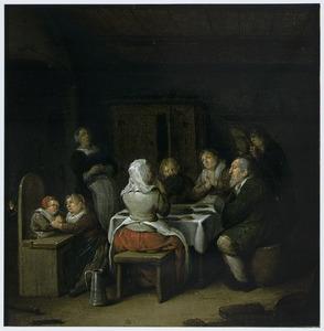 Familie bij het tafelgebed