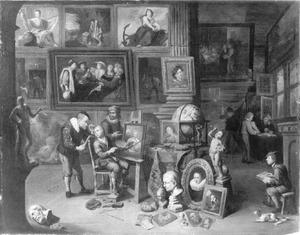 Interieur van een schildersaterlier met bezoekers en leerlingen
