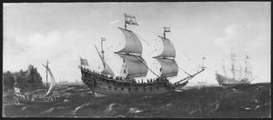 Nederlands pinasschip onder zeil nabij een rotsachtige kust