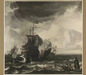 Schepen voor de kust, in de voorgrond kijken drie mensen uit over het water